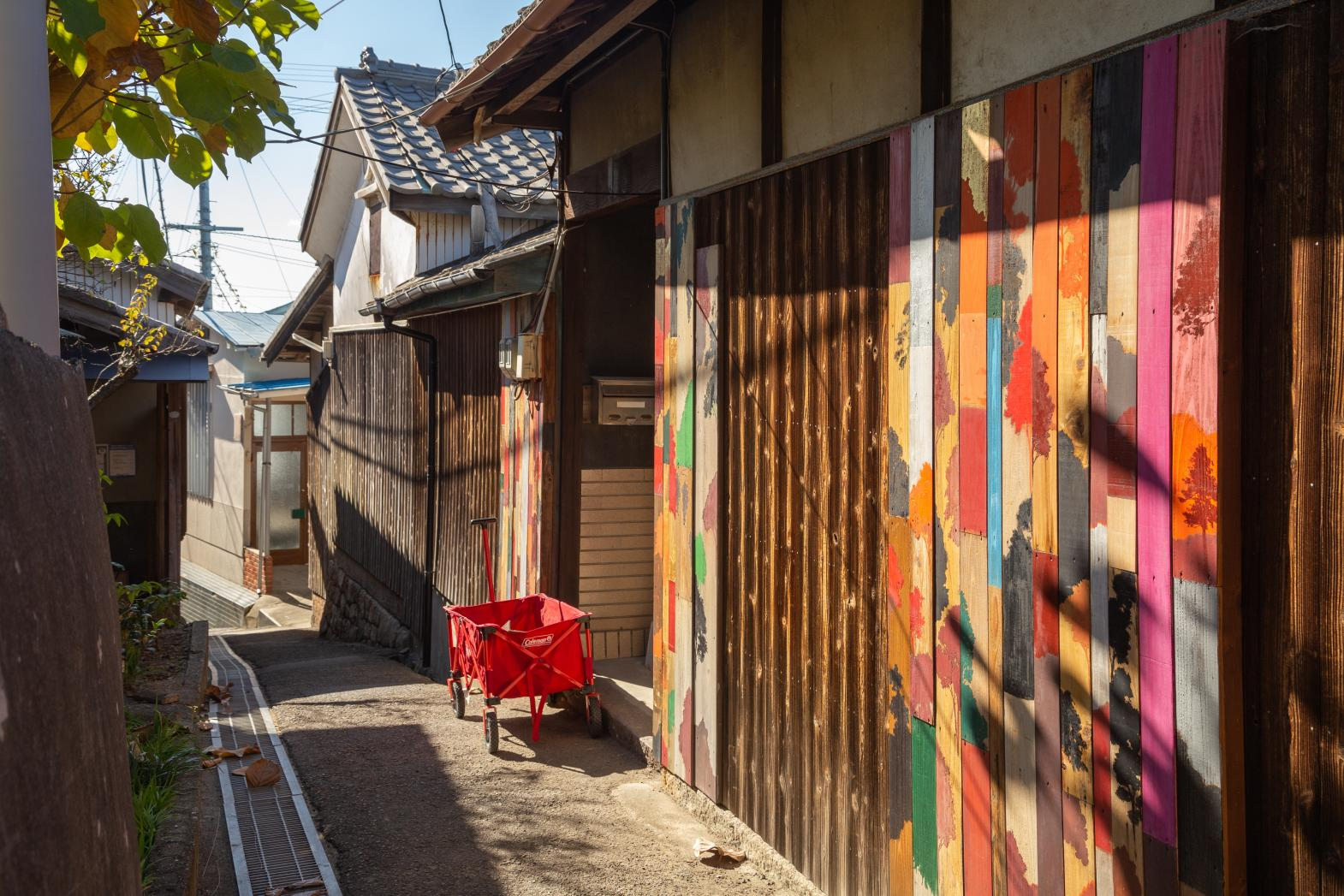 Ogijima: Labyrinthine Streets and Eye-catching Art-0