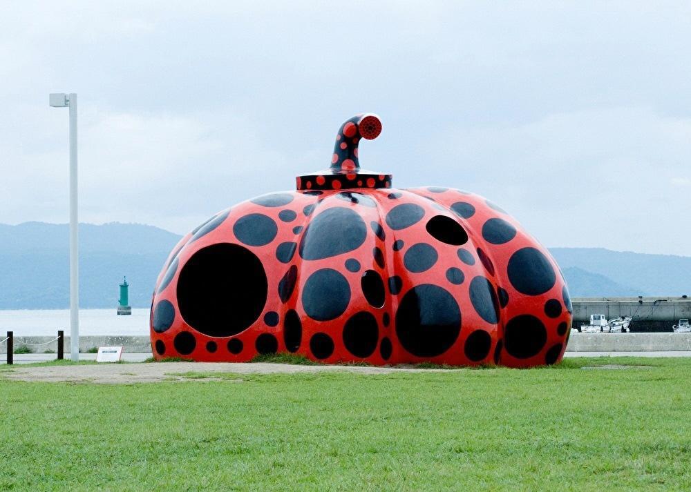 """Red Pumpkin"" ©Yayoi Kusama, 2006 Naoshima Miyanoura Port Square, Photo / Daisuke Aochi"